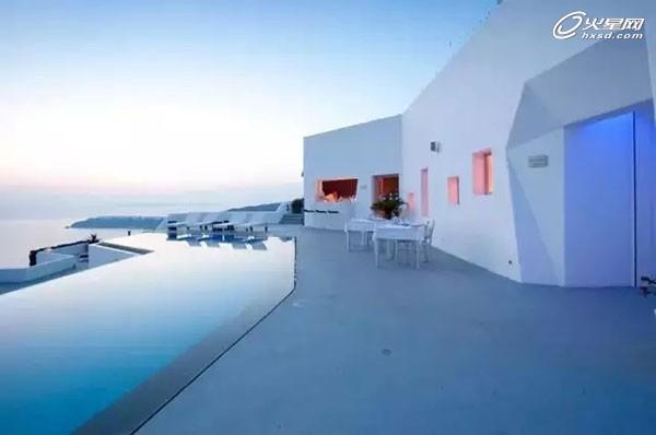 希腊绝美悬崖酒店 峭壁上守望碧海蓝天