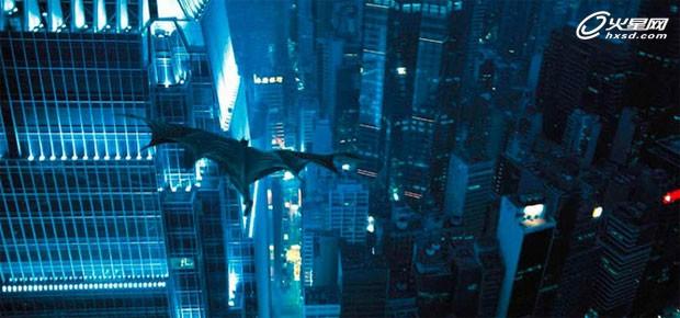 首先用直升飞机拍摄imax镜头,然后由framestore增加cg建筑,而蝙蝠侠在